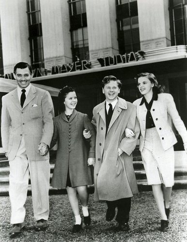 Clark-Gable-Shirley-Temple-Mickey-Rooney-and-Judy-Garland-shirley-temple-6159463-387-500
